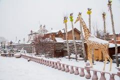 秋明州,俄罗斯- 11月06 2016年:与雕塑的风景  图库摄影