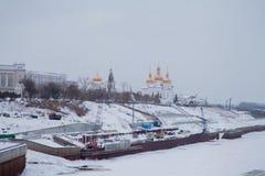 秋明州,俄罗斯- 11月05 2016年:与riv的冬天风景 免版税库存图片