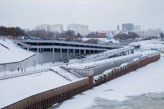 秋明州,俄罗斯- 11月05 2016年:与riv的冬天风景 库存图片