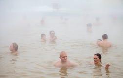 秋明州,俄罗斯- 11月05 2016年:水池的人们与热的wate 免版税图库摄影