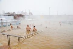 秋明州,俄罗斯- 11月05 2016年:水池的人们与热的wate 免版税库存图片
