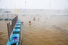 秋明州,俄罗斯- 11月05 2016年:水池的人们与热的wate 库存图片