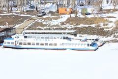 秋明州 在吐拉河的游船 西伯利亚 俄国 免版税库存照片