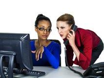种族女孩多的办公室 免版税库存图片