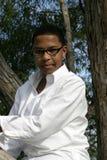 种族青少年的佩带的玻璃 图库摄影