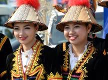 从种族Kadazan的马来西亚妇女在传统服装 免版税库存照片