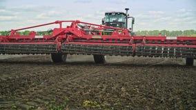 种植播种机弹簧的农业机械 农业机械 种田农业 农田谷物丰收准备好的黄色 股票录像