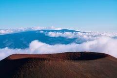 绝种火山的火山口在背景中 库存照片
