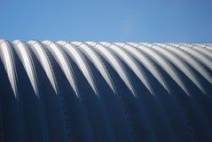 种田水平的quonset天空钢的蓝色 库存照片