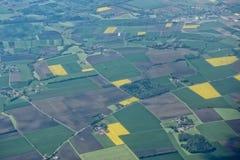 种田的领域鸟瞰图 免版税库存图片