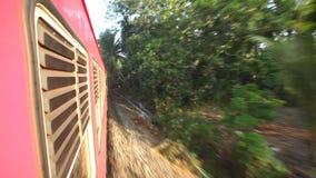 科伦坡,斯里兰卡- 2014年2月:科伦坡郊区Timelapse视图从通过火车的 斯里兰卡的铁路运输millio 影视素材