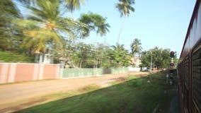 科伦坡,斯里兰卡- 2014年2月:科伦坡郊区Timelapse视图从通过火车的 斯里兰卡的铁路运输millio 股票录像