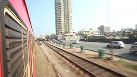 科伦坡,斯里兰卡- 2014年2月:科伦坡从通过火车的城市交通看法  斯里兰卡的铁路运输数百万  股票录像
