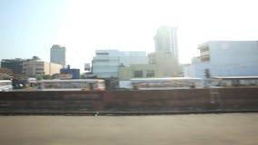 科伦坡,斯里兰卡- 2014年2月:科伦坡从通过火车的城市交通看法  斯里兰卡的铁路运输数百万  股票视频