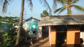 科伦坡,斯里兰卡- 2014年2月:科伦坡从通过火车的海边郊区看法  斯里兰卡的铁路运输数百万 股票录像