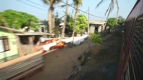 科伦坡,斯里兰卡- 2014年2月:科伦坡从通过火车的海边郊区看法  斯里兰卡的铁路运输数百万 股票视频