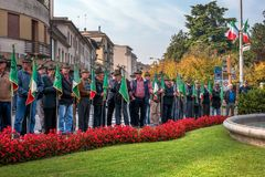 科内利亚诺,意大利- 2017年10月13日:在纪念碑的记念仪式对下落的战士 退伍军人和 免版税库存照片