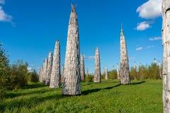 科列夫Lenivec,俄罗斯- 2017年9月16日:在艺术的木雕塑停放科列夫Lenivets国家公园,卡卢加州 库存照片