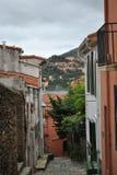 科利乌尔狭窄的街道  免版税库存照片