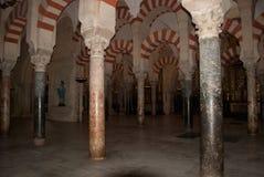 科多巴梅斯基塔的美丽的专栏一个古老回教寺庙 免版税库存照片