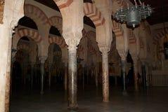 科多巴梅斯基塔的美丽的专栏一个古老回教寺庙 免版税库存图片