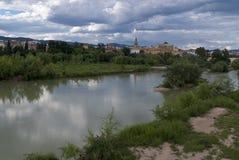 科多巴清真大寺有瓜达尔基维尔河河的前景的 免版税图库摄影