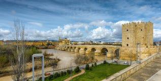 科多巴,罗马桥梁和Torre de卡拉奥拉 图库摄影