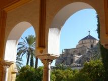 科多巴,西班牙,01/02/2007 清真寺的圆顶的cathe看法 免版税库存照片