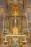 科多巴,西班牙- 2015年5月27日:教会Convento de Capuchinos Iglesia圣安赫尔被雕刻的多彩主要法坛  免版税图库摄影