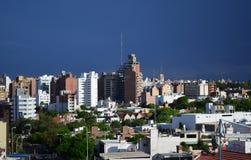 科多巴市大厦和蓝天 图库摄影
