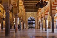科多巴极大的内部mezquita清真寺西班牙 免版税图库摄影