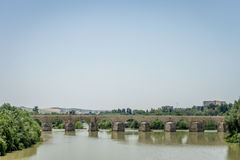 科多巴罗马桥梁瓜达尔基维尔河河的 免版税库存图片