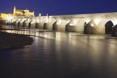科多巴-西班牙- 2016年6月10日:在瓜达尔基维尔河r的罗马桥梁 免版税库存照片