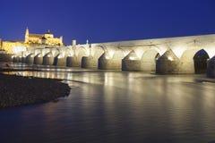 科多巴-西班牙- 2016年6月10日:在瓜达尔基维尔河r的罗马桥梁 库存图片