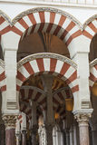 科多巴-西班牙- 2016年6月10日:曲拱柱子梅斯基塔科多巴 图库摄影