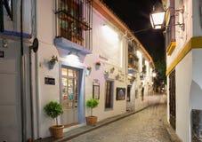 科多巴,西班牙- 2015年5月26日:在Juderia犹太处所的走道在晚上 免版税库存照片