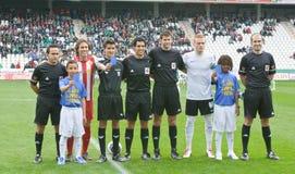 科多巴,西班牙- 3月17 :球员标注姓名起首字母对准线在比赛同盟科多巴期间(W)对市政体育场的o阿尔梅里雅(r) (4-1) 库存照片