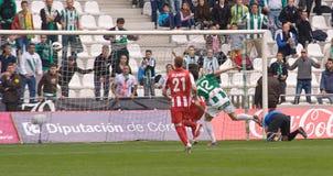 科多巴,西班牙- 3月17 : 温琴佐行动的Rennella W (12)在比赛同盟科多巴期间(W)对阿尔梅里雅(r) (4-1) 库存照片