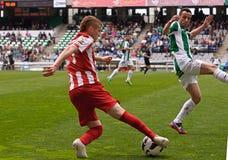 科多巴,西班牙- 3月17 :Andri�n哈维尔行动的Gunino R (21)在比赛同盟科多巴期间(W)对阿尔梅里雅(r) (4-1) 库存照片