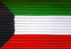 科威特国旗新近地被绘的金属窗帘背景 免版税库存照片