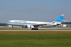 科威特频道空中客车A330-200飞机 免版税图库摄影