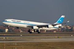 科威特频道空中客车A340 免版税库存照片
