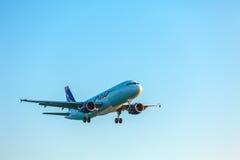 科孚岛机场,希腊- 2011年7月9日:你好AG空中客车A320在 免版税图库摄影