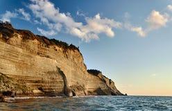 科孚岛海岛的岩石峭壁  库存照片