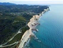 科孚岛海岛美丽如画的海岸  美丽的横向海运 免版税库存图片