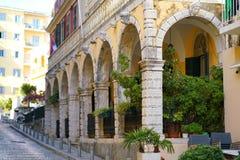 科孚岛镇,希腊大厦的经典细节  免版税库存图片