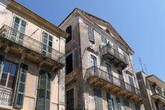 科孚岛镇Kerkyra都市风景有它的历史房子的和 图库摄影