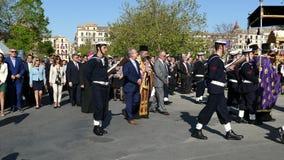 科孚岛,希腊- 2018年4月7日:在圣周六,圣斯普德墓志铭和连祷有philharmonics的陪同的
