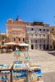 科孚岛,希腊- 2011年7月1日:在一个室外咖啡馆的游人休息我 免版税图库摄影