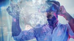 科学与人结合的地球构成全息图使用被增添的现实 股票视频
